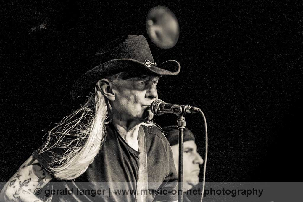 Johnny Winter am 23. Mai 2011 im Aschaffenburger Colos-Saal © Gerald Langer