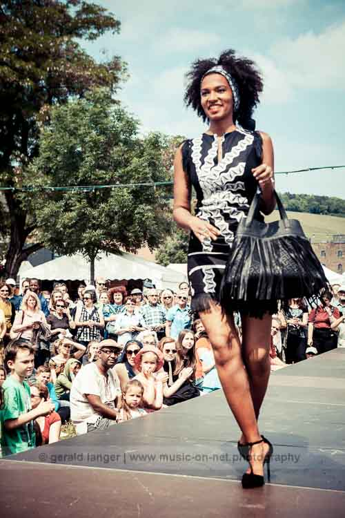 Rama Diaw Fashion (Collection: Black And White) am 27. Mai 2016 beim Africa Festival Würzburg © Gerald Langer