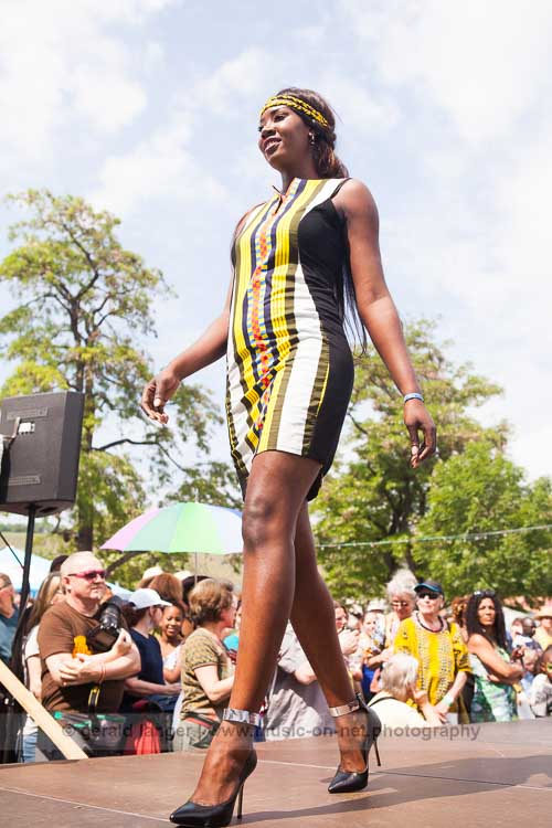 Rama Diaw Fashion (Collection: Colour) am 28. Mai 2016 beim Africa Festival Würzburg © Gerald Langer